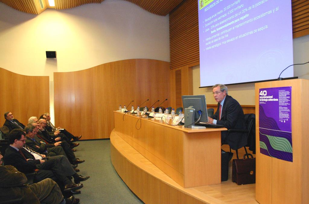 2006-01-13+40+Curs++Internacional+Hidrologia+subterranea-Inici+(11).JPG