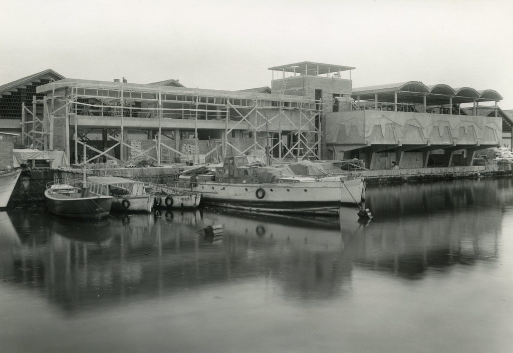 Façana marítima en construcció del Club de la Escuela Oficial de Náutica amb la taulada finalitzada. 1967