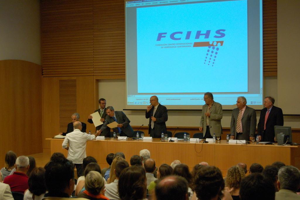 2006-07-13+40+Curs++Internacional+Hidrologia+subterranea-Cloenda+(10).JPG