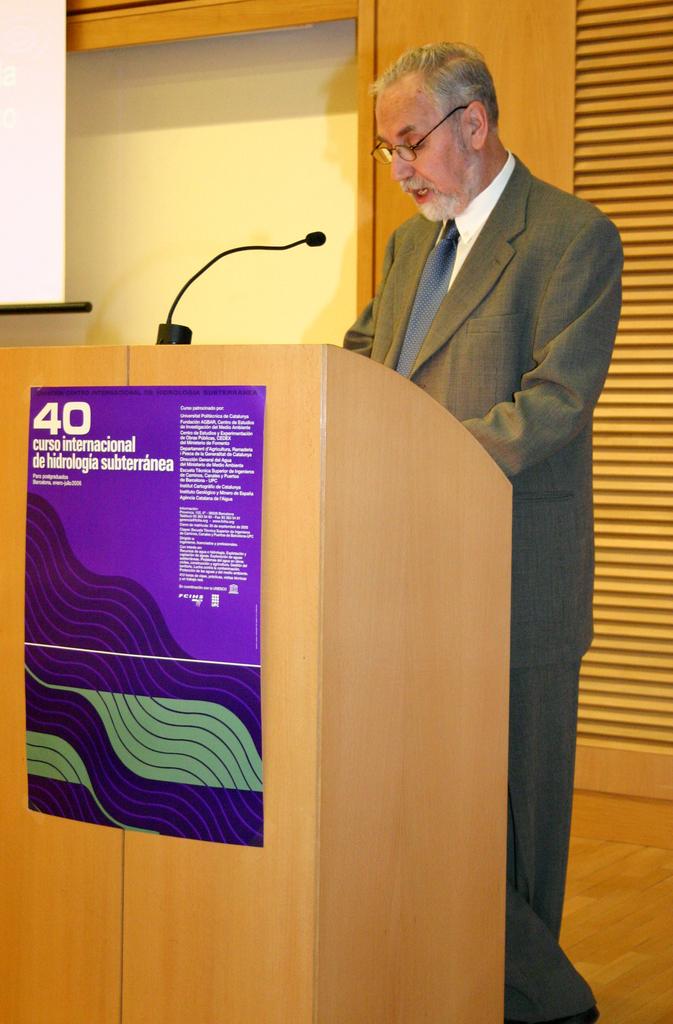 2006-01-13+40+Curs++Internacional+Hidrologia+subterranea-Inici+(7).JPG