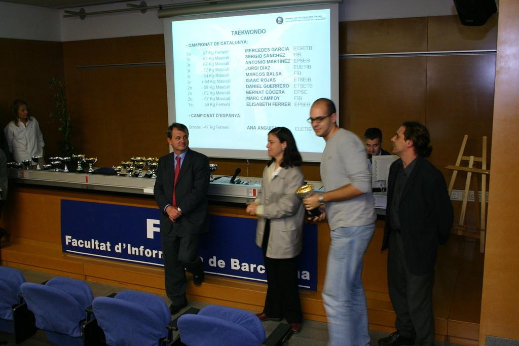 2004-10-27+Premis++Univers+Esports04+(24).JPG
