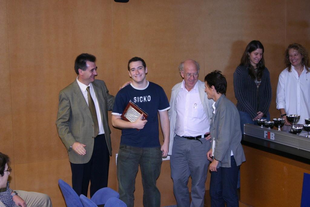 2004-10-27+Premis++Univers+Esports04+(37).JPG