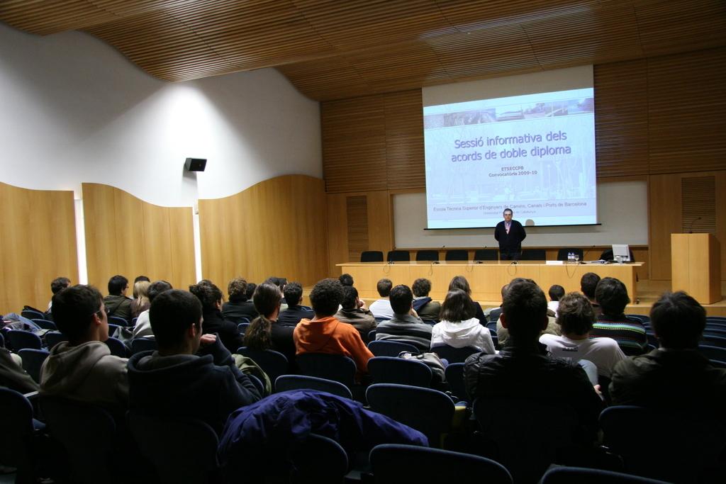2008-12-03+Sessió+Informativa+Dobles+Titulacions+(2).JPG