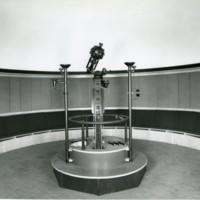 Primer pla del projector del planetari de la Facultat de Nàutica de Barcelona. 1965-1985.