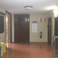 Replà de la primera planta, des de l'escala, de la Facultat de Nàutica de Barcelona. 2019.