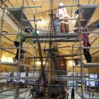 Restauració del navili San Carlos en el vestíbul de la Facultat de Nàutica de Barcelona. 2019