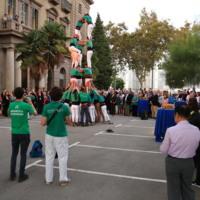 Actuació de la colla castellera Arreplegats de la Zona Universitària a l'aparcament de la Facultat de Nàutica de Barcelona. 2018