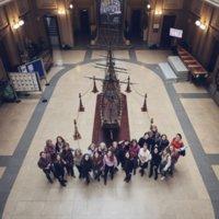 Pla picat de les participants a la fotografia commemorativa del 8 de març amb estudiants, i dones dels col·lectius del PDI i PAS de la Facultat de Nàutica de Barcelona. 2019.