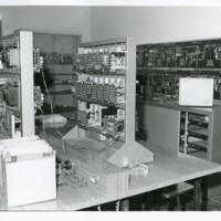 Taller d'electrònica amb estris i aparells de la Escuela Oficial de Náutica. Barcelona. 1965