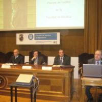 Taula d'autoritats durant la lliçó inaugural del professor Laureà Carbonell en motiu del 75 aniversari de l'edifici. 2007.