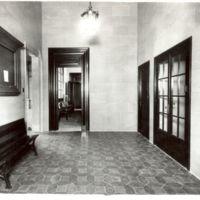 Replà de la primera planta, des de l'escala, de la Escuela Oficial de Náutica de Barcelona. 1965-1985