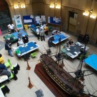 Pla picat del hall de la Jornada Mar de Jocs de wargames, jocs de taula i rol de temàtica marítima i naval en motiu del 250 aniversari de la Facultat de Nàutica de Barcelona