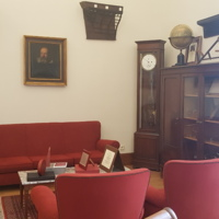 Zona de recepció de visites del despatx del degà de la Facultat de Nàutica de Barcelona. 2019