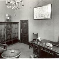 Despatx del director de la Escuela Oficial de Náutica de Barcelona. 1950