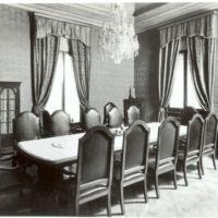 Espai de treball del despatx de direcció de la Escuela Oficial de Náutica de Barcelona. 1960