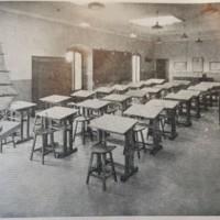 Vista posterior de l'aula de dibuix de la Escuela Oficial de Náutica. 1941